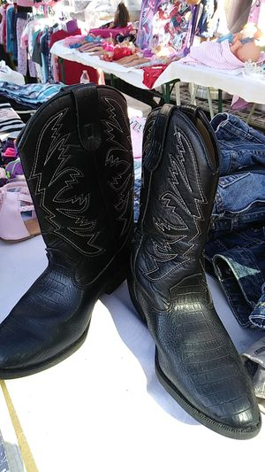 Boy's cowboy boots size 2 1/2. Really nice boots. Not really sure if they are boys or girls for Sale in DeLand, FL