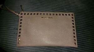 MICHAEL KORS envelope wristlet for Sale in Pittsburgh, PA