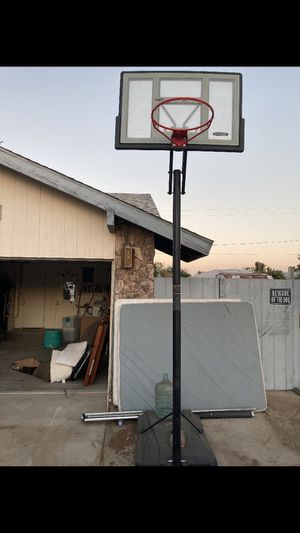 Basketball hoop for Sale in Apple Valley, CA