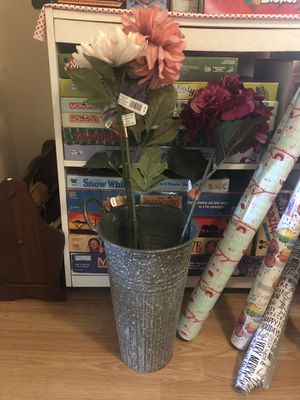 Metal Vase and Flowers for Sale in Orlando, FL