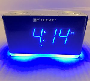 Alarm clock. SmartSet by Emerson for Sale in IND CRK VLG, FL