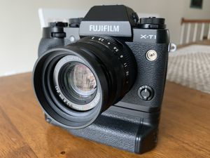 Fujifilm X-T1 with 35mm f/2 and VG-XT1 grip for Sale in Elkridge, MD