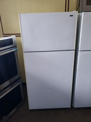 Hotpoint 14 ft³ Frost free refrigerator top freezer adjustable wire shells single crisper drawer with cover to dairy compartments for Sale in Portland, OR