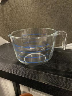 VINTAGE PYREX GLASS M-640 BLUE LETTERS 8 CUP MEASURING CUP MIXING BOWL CORNING $30 for Sale in Tampa,  FL