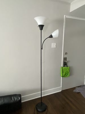 Floor lamp for Sale in Elmhurst, IL