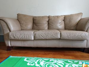 3 seater leather sofa for Sale in Jersey City, NJ