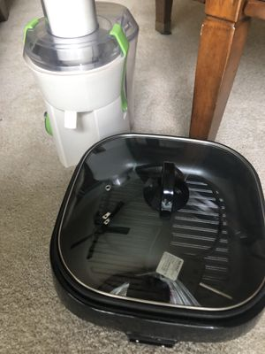 Juicer and skillet for Sale in Vacaville, CA