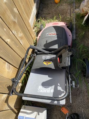 Black and decker electric lawn mower for Sale in Austin, TX