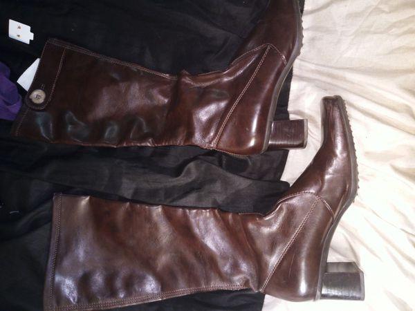 Leather women's boots size 8 medium