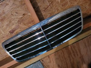 Mercedes Benz E class front grill for Sale in Egg Harbor Township, NJ