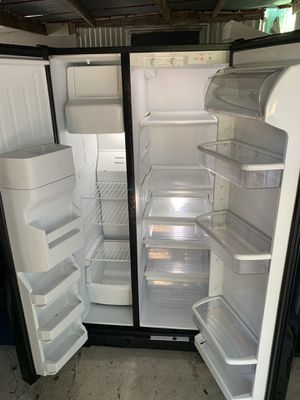 Black refrigerator for Sale in Auburndale, FL