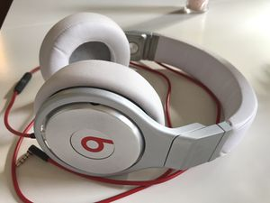Beats Pro Wired Over-Ear Headphone for Sale in Chicago, IL