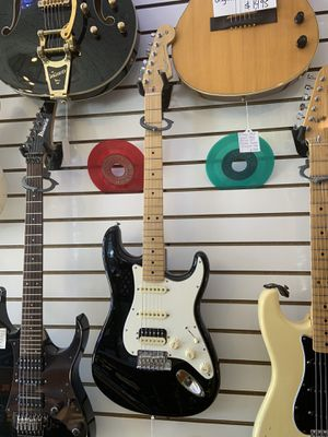 Fender USA Stratocaster Guitar Hss w/Shawbuster for Sale in Chicago, IL
