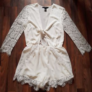 F21 white lace romper for Sale in Ceres, CA