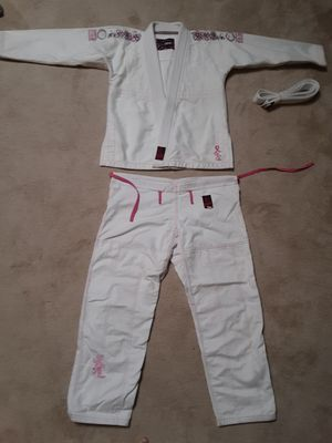 Fuji Martial arts Gi/Uniform - Embroidered Flowers - Taekwondo, Karate, Brazilian Jiu Jitsu for Sale in Garland, TX