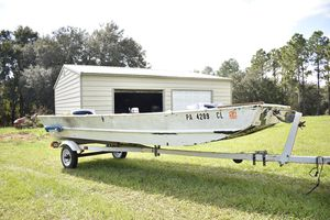 16 foot jon boat with 20hp motor and trailer for Sale in Dade City, FL