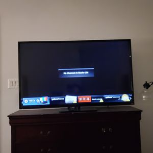 60 inch vizio smart tv with remote in great working condition for Sale in Carrollton, TX