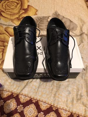 Black leather shoes with shoe box included, size 10 1/2 for Sale in Bronx, NY