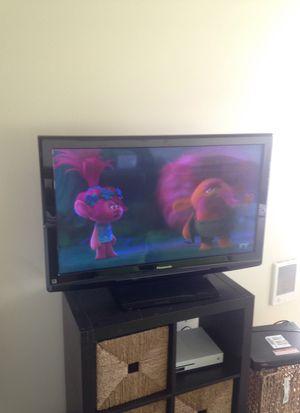 Panasonic and vizio tvs for Sale in Lynnwood, WA