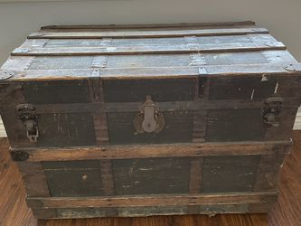 Antique Trunk for Sale in Henderson,  NV