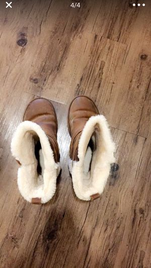 UGG SHORT BOOTS for women for Sale in Bloomfield, CT