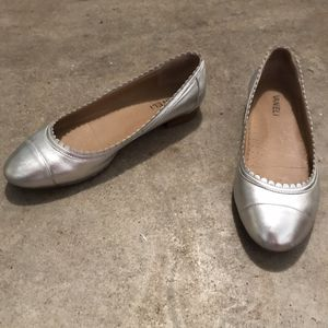 Ladies silver casual flats for Sale in Chesterfield, MO