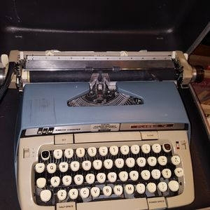 Smith Corona Vintage Typewriter for Sale in Seattle, WA