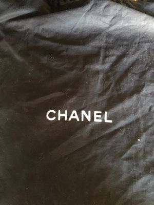 Chanel authentic shoulder purse/bag *does have wear and needs cleaning* for Sale in Garden Grove, CA