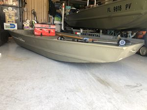 10W tracker wide Jon boat good condition with trolling motor 55lbs and life vests for Sale in Fort Lauderdale, FL