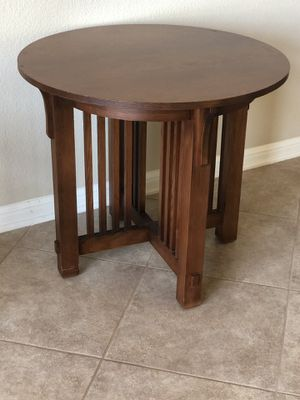 Round end table for Sale in Austin, TX