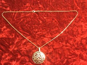 GOLD PLATED NECKLACE WITH MAGNIFYING PENDANT for Sale in Dallas, TX