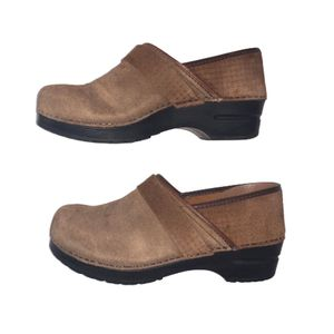 Sanita Clogs Women's Shoes Size 40 (or US Size 9 Per Chart) Sanita Clogs Mules Shoes (Danish Clogs) Tan-Brown Tone, Suede, Women's Clothing and Shoes for Sale in Canton, MI