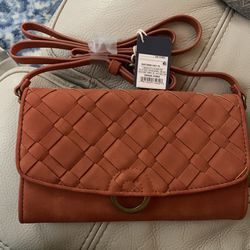Universal Thread orange crossbody purse for Sale in Queens,  NY