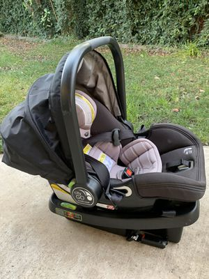 Baby Jogger Car Seat Adapter - City Select / City Select Lux / City Premier) - Graco Click Connect / City Go Baby Jogger City GO Infant Car Seat and for Sale in Elk Grove, CA
