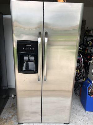 2015 Frigidaire fridge for Sale in West Palm Beach, FL