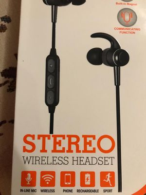 Wireless rechargeable headset new for Sale in Las Vegas, NV
