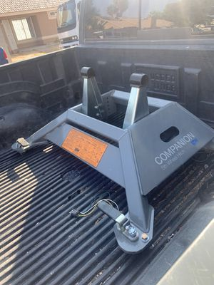 B&W Hitch OEM Companion 5th Wheel Trailer Hitch for Sale in Las Vegas, NV