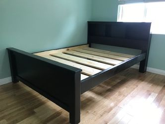 Solid Wood Queen Size Bed Frame (Mattress Included) for Sale in Hawaiian Gardens,  CA