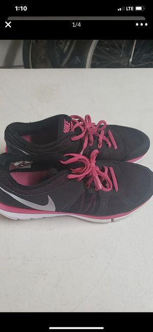 Black and pink women's Nike shoes size 10 for Sale in Riverside, CA