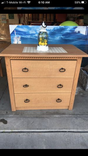 Dresser and coffee table for Sale in Phoenix, AZ