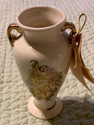 •Vintage pretty Vase (sisters and me) for Sale in Cottonwood Heights, UT