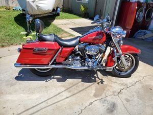HD 05 ROAD KING (FIRE FIGHTER SPECIAL EDITION) for Sale in Salinas, CA