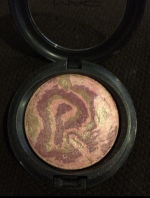 MAC Makeup Mineralize SkinFinish Star Wonder color Lightly used. for Sale in Whittier, CA