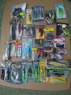 Lot of 32 fishing lures for Sale in Orlando, FL
