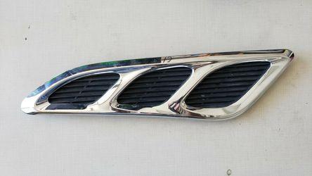 11 12 13 14 15 16 17 INFINITI QX56 LEFT DRIVER FENDER VENT GRILL GRILLE CHROME OEM 63829-1LA0A for Sale in Sacramento,  CA