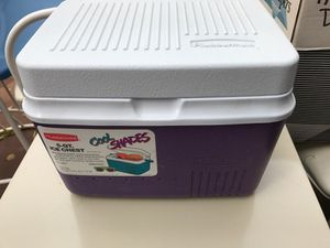Rubbermaid 5 quart ice chest, lunchbox sized. for Sale in Charles Town, WV