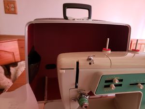 Singer sewing machine for Sale in Oshkosh, WI