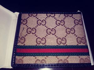 Gucci and Louis Vuitton wallets for Sale in Cleveland, OH