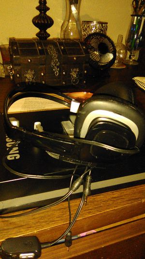 Plantronics Bluetooth headphones for Sale in Pflugerville, TX