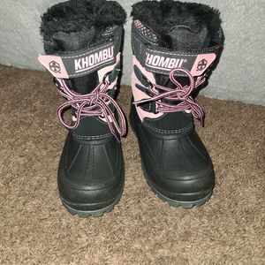 Girls Snow Boots Size 1 !! Pick Up Only ! for Sale in Lynwood, CA